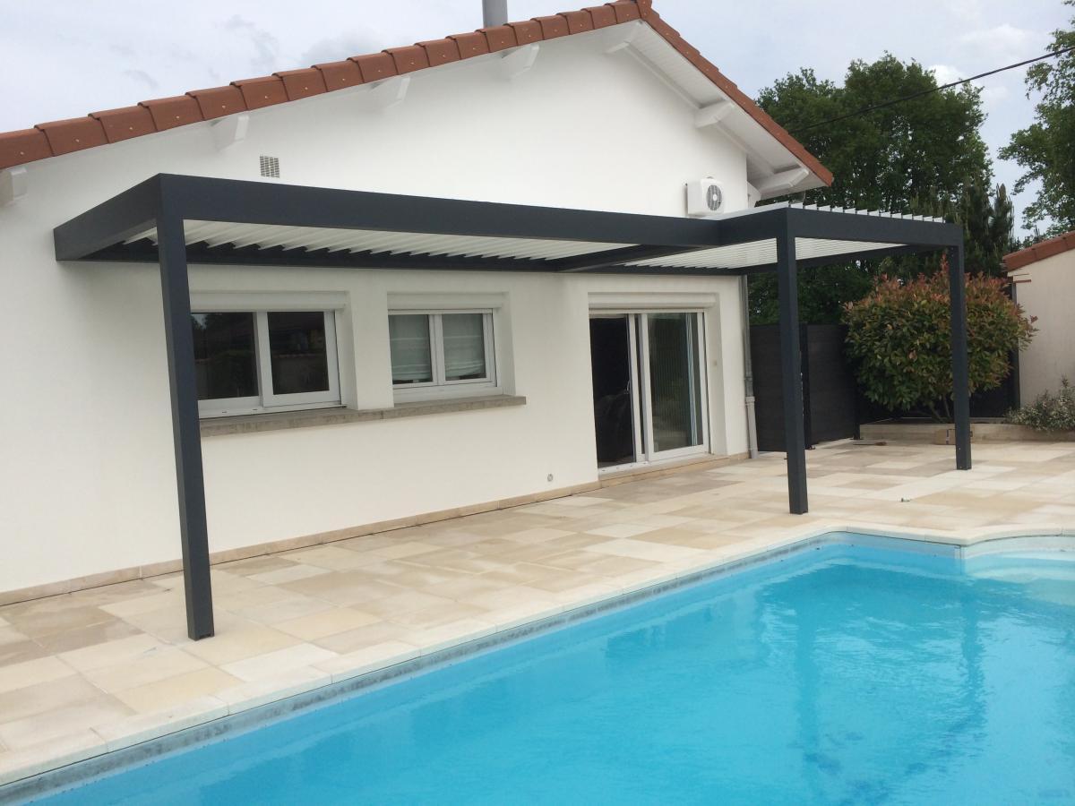 pergolas bioclimatiques avec toit en lames alus orientables pr s de clermont ferrand puy de. Black Bedroom Furniture Sets. Home Design Ideas