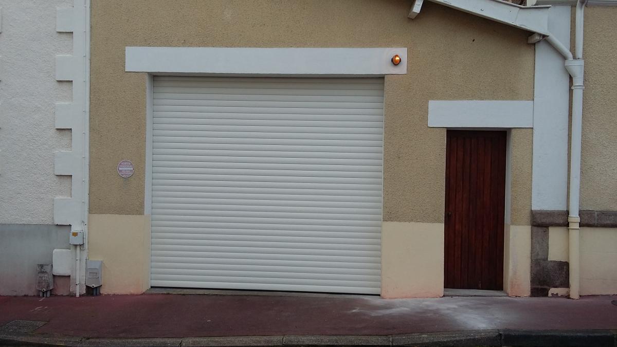 Portes de garage pr s de clermont ferrand puy de d me 63 - Portes de garage electrique ...