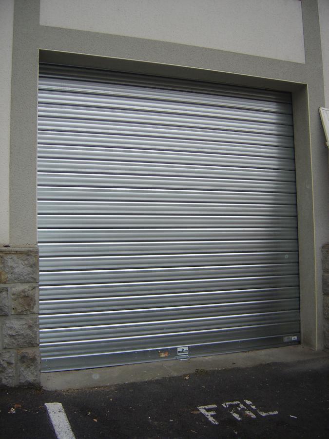 Rideau metallique garage best rideau mtallique serrure for Volet roulant metallique garage